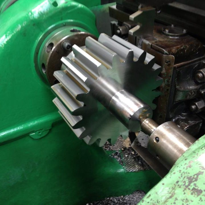 gear cutting and repairs machine